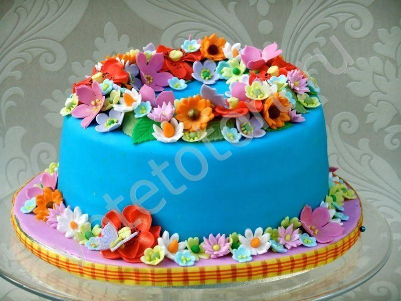 Торт с цветами мастика